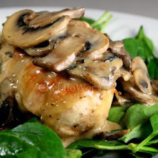 Chicken Breast With White Wine and Mushroom Cream Sauce