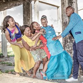 He's Mine Girls by Matt Stern - Wedding Groups ( african wedding, #mattsternphotography, matt stern, matt stern photography, wedding, www.mattsterntalents.com, south africa, matt stern talents, wedding photographer, bride and groom, traditional african wedding )