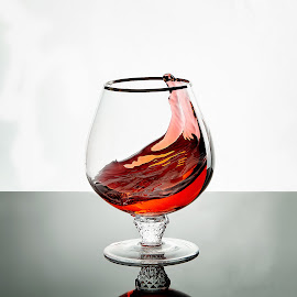 Let me go by Christian Proulx - Novices Only Objects & Still Life ( liquid, vine, coupe, glass, spill, éclairage studio )