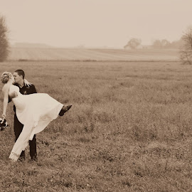 Bride and groom by Carly Murray - Wedding Bride & Groom ( field, wedding, outdoors, bride and groom, country )