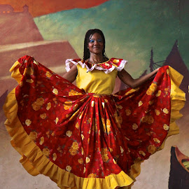 Bailarina by William Lanza - News & Events Entertainment ( latin rhythm, colombia, native, colonial, regional dance, dancer,  )