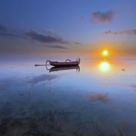 Sunrise by Gede Widiarsa - Landscapes Sunsets & Sunrises ( bali, karang beach, sanur, sunrise )