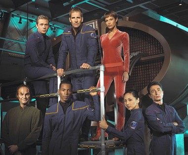 em cima: Trip, Archer, T'Pol; em baixo: Phlox, Mayweather, Sato, Reed
