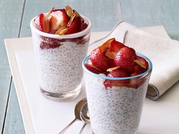 Giada's Chia Seed Breakfast Pudding Recept | Yummly