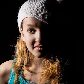 Hope of light by Éric Senterre - Babies & Children Child Portraits ( girl, blue eyes, long hairs, young )