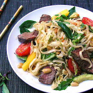 THAI STEAK AND NOODLE SALAD
