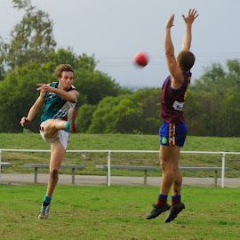 Standing the mark by Jefferson Welsh - Sports & Fitness Australian rules football