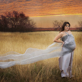 Expectation by Johanna Bubela - People Maternity