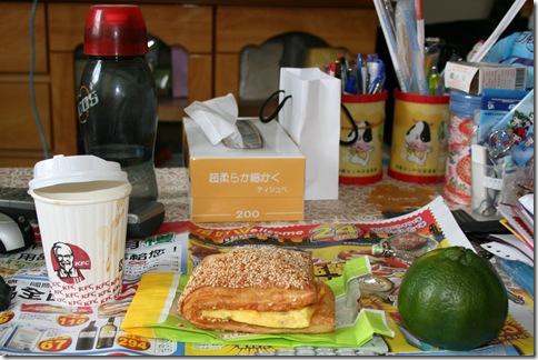 總匯歐姆蛋燒餅套餐 及 橘子