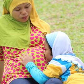 istri sedang hamil by Wawan Topo - People Maternity