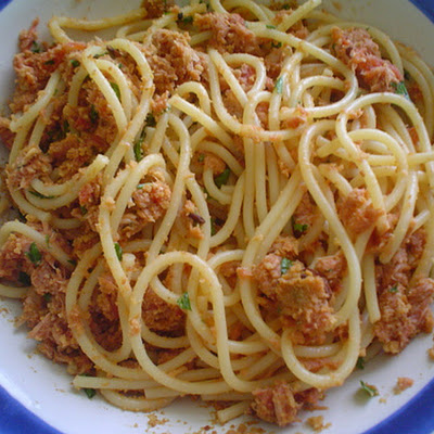Pasta with Tuna, Tomato, and Spicy Chile Pepper