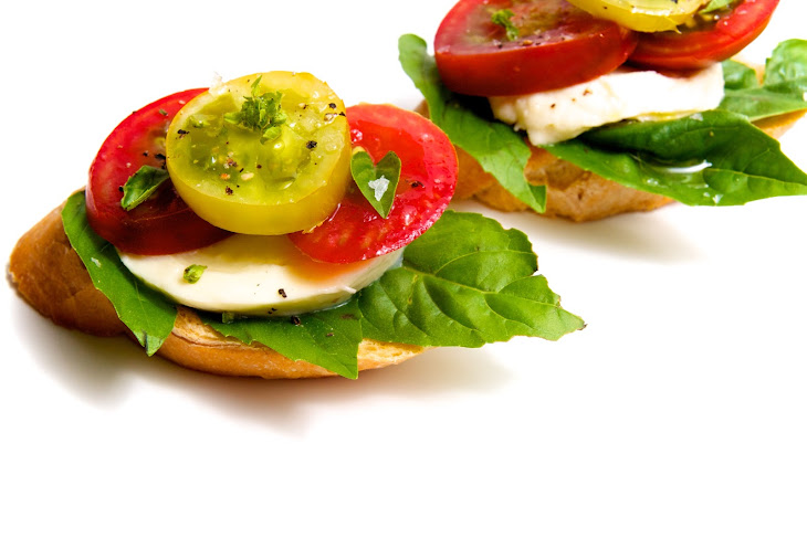 Heirloom Tomato, Fresh Mozzarella & Basil Crostini Recipe | Yummly