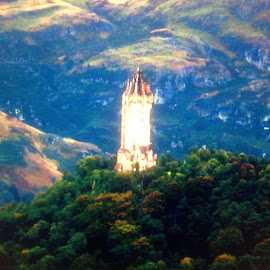 THE WILLIAM  WALLACE  MONUMENT  by Shirley Fox - Travel Locations Landmarks