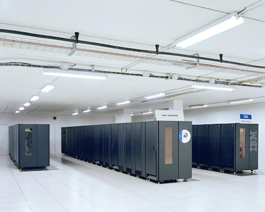 CERN (Europese raad voor kernonderzoek ) - Geneva  De gegevens van de LHC (Large Hadron Collider) of de 'grote hadronen-botser' zijn opgenomen op magnetische banden. Alleen 1% van de door de LHC geproduceerde gegevens zijn opgenomen en ze moeten om de vijf jaar opnieuw opgenomen worden