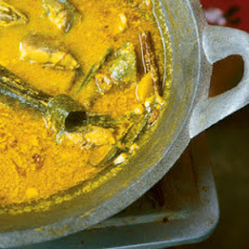 Kare Ikan (Fish Curry with Potatoes)