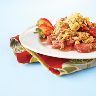 Sweet & Sour Strawberry Crumble