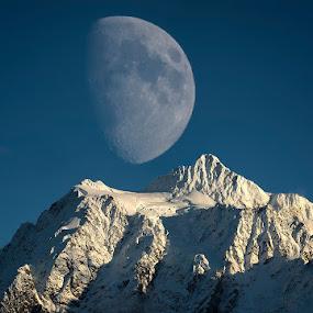Big moon over Mt. Shuksan by Peter Cheung - Landscapes Mountains & Hills ( washington, moon, mt. shuksan, mt. baker,  )