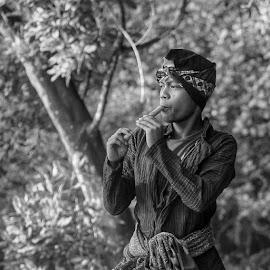 Gembala.Minggu2 Upload bareng @instanusantara by Deni Sutrisno - People Portraits of Men ( Ubsj81, instanusantara, instanusantarajakarta, ig_indonesia_bnw, ig_captures_bw, photo_storia_bw, flair_bw, awesomebnw, wow_bnw, indonesia_people, bnw_switzerland, bw_specialist, bnw_magazine, bw_malaysia, bnw_madrid, bnwmood, bw_awards, exploringtheglobe, globaldaily, igworldquest, indonesia_photography, icu_indonesia, ic_people )