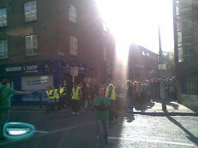 爱尔兰DIT学生游行抗议大学收费