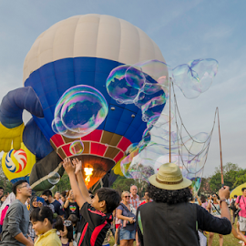 The Enjoyment of Hot Air Ballon and Cold Bubble by Steiven Poh - Novices Only Sports ( hot ait ballon,  )