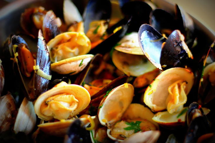 Steamed Mussels and Clams in White Wine Recipe | Yummly
