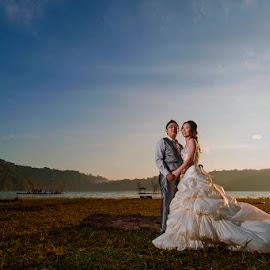 Love in the Morning by Amin Basyir Supatra - Wedding Bride & Groom ( love, bali, prewedding, wedding, sunrise, morning )