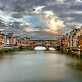 Ponte vecchio by Sven Hesse - Buildings & Architecture Public & Historical ( water, florence, toscana, sven hesse, ponte vecchio, historical, bridge, italy )