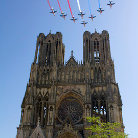 Reims cathedrale PAF by Cyril Ploton - Buildings & Architecture Statues & Monuments ( reims, plane, cathedrale, paf, bleue, patrouille de france )