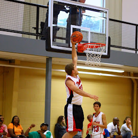 Throwing it Down by Mike Bruce - Sports & Fitness Basketball