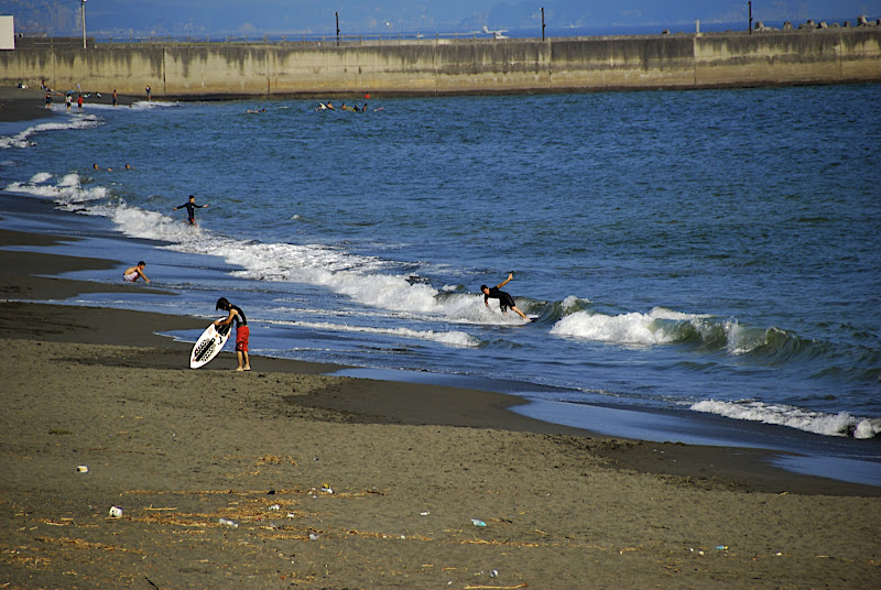 Hiratsuka beach nearly empty in September 02