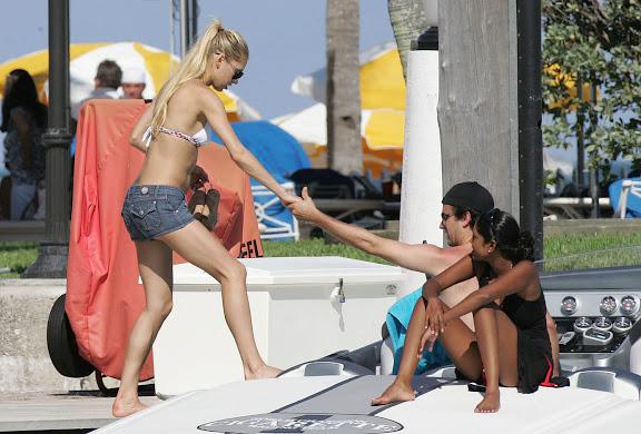 Enrique Flaunts Anna Kournikova's Hot Bod