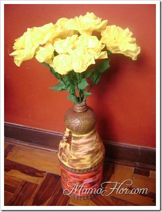 Hacer un hermoso florero con un deposito descartable de plastico