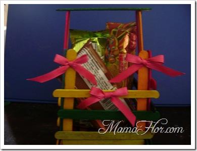 Sorpresa de fiesta infantil con palitos de chupetes de colores