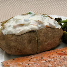 Basic Baked Potato With Bacon, Sour Cream & Chive Topping