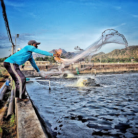 Catching the shrimp by Demmy Primadianto - People Professional People