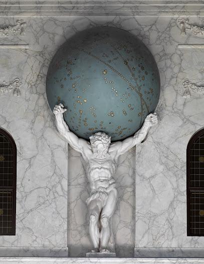 Vanaf de kroonlijst boven in de westwand beheerst het iconische beeld van Atlas, met het groenblauwe zuidelijke hemelgewelf op zijn schouders, het universum van de Burgerzaal.                                                                                                                                    'en Athlas onderschraeght / Op zyne schouders fors den hemel, dien hydraeght, / Waerin al d' aerdtkloot hangt, gedeelt aenaerde en baren, / Om wien de zeeman durf naer allekusten vaeren''                                                                                                        - Vondel