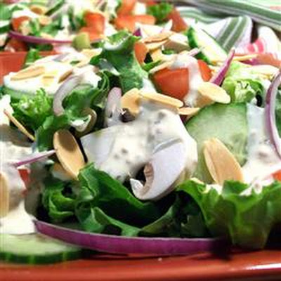 Creamy Garlic Salad Dressing