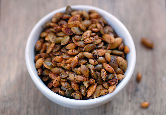 Chili Roasted Pumpkin Seeds Recept | Yummly