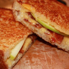 Grilled Cheese With Bacon and Apples