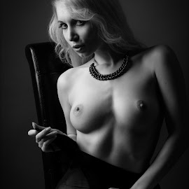 Seduction by Tomas Fensterseifer - Nudes & Boudoir Artistic Nude