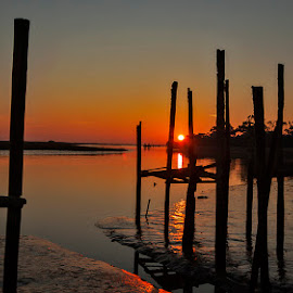 just a sunset by Edith Polverini - Landscapes Sunsets & Sunrises ( water, sunset, reflections, dock, red sun )
