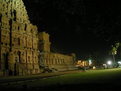 Brihadishwara temple Thanjavur at night