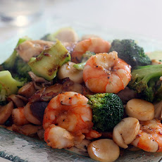 Shrimp With Broccoli in Foil Packets