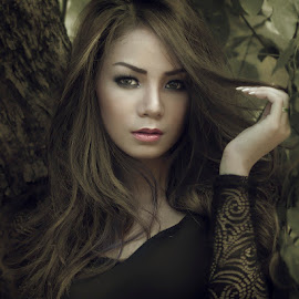 the hard look by R Dody Shahputra - People Portraits of Women ( photo hunt, pose, indonesia )