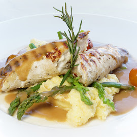 Grilled Chicken rolls with mashed potatoes by Katerina Galkina - Food & Drink Plated Food ( dinner, chicken, mashed potatoes, main dish, rolls )