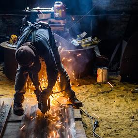 Working hard by Arti Fakts - People Professional People ( workshop, sparkles, grinder, tool, bursts, worker, burst, artifakts, sparks, spark,  )