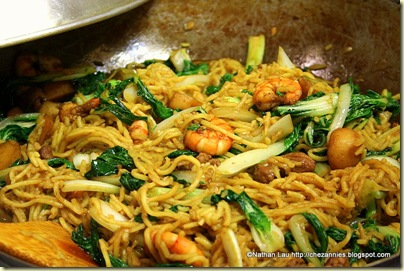 taiwanese noodles in fried hokkien mee