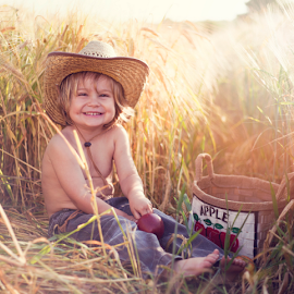 Happy Apple by Chinchilla  Photography - Babies & Children Toddlers