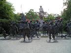 Rembrandt statue - Night watch figures
