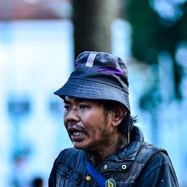 street performer by Achmad Ramadan - People Street & Candids
